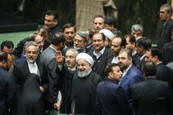 صدر حسن روحانی نے سن 1398 ہجری شمسی کا بجٹ پارلیمنٹ میں پیش کردیا