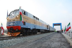 Iranian road min., Azeri industry min. visit Astara railway