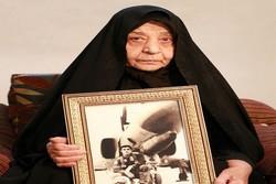 پیکر مادر خلبان شهید مفقودالاثر «حسین یزداندوست همدانی» تشییع شد