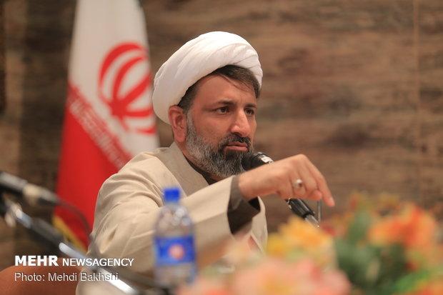 روشنفکری در ایران بدون ریشه است/ خطر غربزدگی درنظام معنایی واژگان