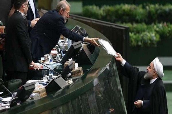 روحاني يقدم لائحة الميزانية العامة للعام القادم لمجلس الشورى
