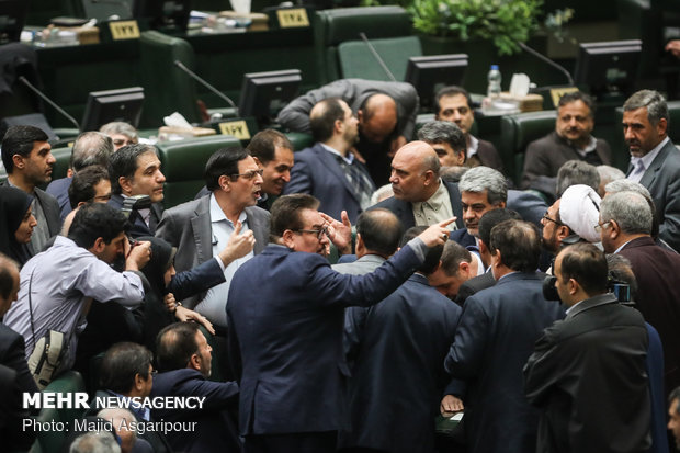 Pres. Rouhani submits next year's budget bill to Parl.