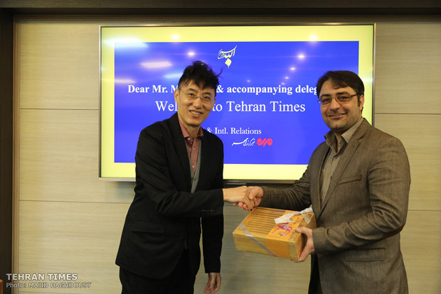Tehran Times, Xinhua sign co-op agreement