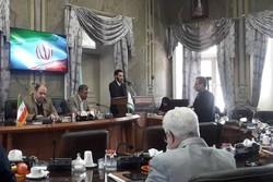 خروج اعتراضی عضو شورای شهر رشت از جلسه/انتخاب شهردار نمایشی است