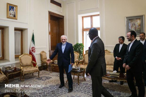 سفير مالي الجديد يقدم اوراق اعتماد لظريف
