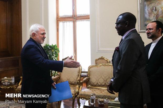 تقدیم استوارنامه سفیر جدید مالی به وزیر امور خارجه