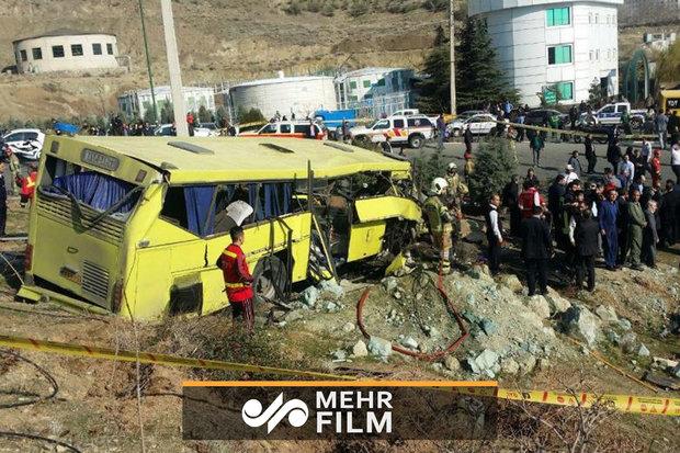 فلم/ تہران میں آزاد یونیورسٹی کے طلباء کی بس حادثے کی بعض تصاویر