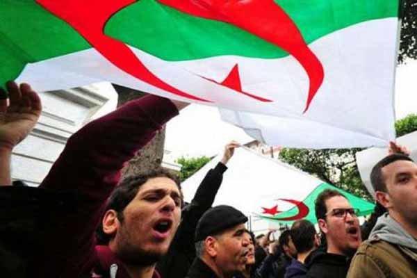 Cezayir'de 'Buteflika rejimi temsilcileri' protesto edildi
