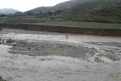 راه ارتباطی روستای «پران پرویز» قطع است/ خطر انفجار لوله گاز