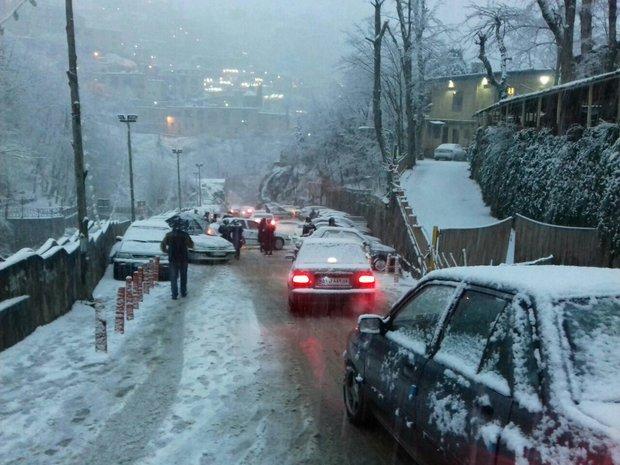 ایران کے تاریخی شہر ماسولہ میں برف باری کا آغاز