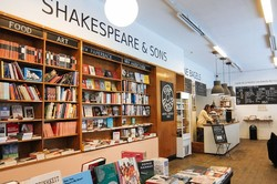 کافه، کتاب فروشی، شکسپیر و پسران