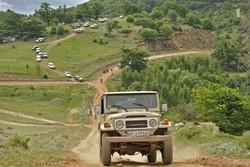 برخورد با آفرود سواری در جنگلها/ اتومبیلها متوقف میشوند
