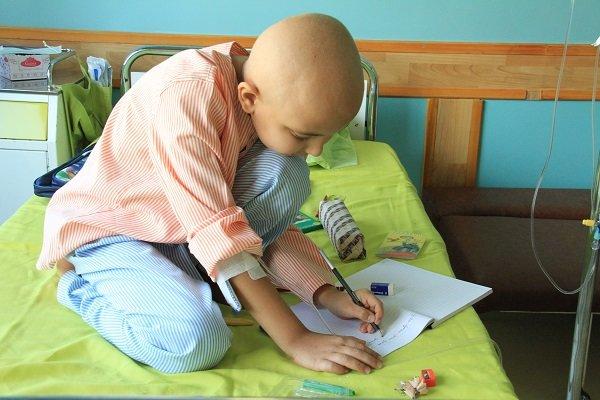 کودکان مبتلا به سرطان با قصه خوانی آشنا می شوند