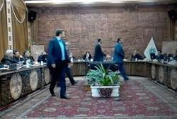 درگیری لفظی و فیزیکی در جلسه شورا/ اعتراض به تاخیر پرداخت حقوقها