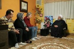 روحانی با «هاسو کشیش دانیلیان» جانباز ارمنی دیدار کرد/ قدردانی از ایثارگری خانوادههای جانبازان