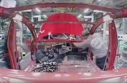 تولید خودروی تسلا را در ۴۸ ثانیه ببینید