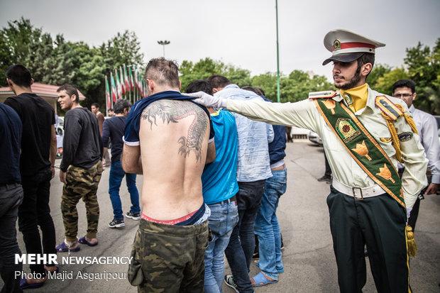 در طرح برخورد نیروی انتظامی با ارازل و اوباش برخی از متهمان روی بدن خود از طرح های مختلف تتو را حک کرده بودند.