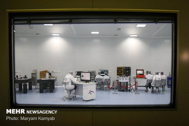 زيارة وزيري العلوم والجهاد الزراعي لمعرض الانجازات الفضائية بمعهد الدراسات الفضائية