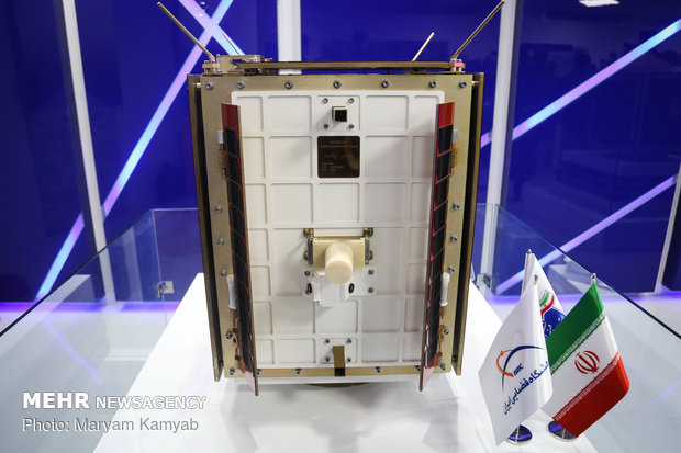 Ministers visit achievements of Iranian Space Research Center