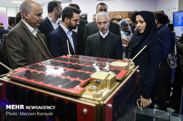 Mehr News Agency - Ministers visit achievements of Iranian Space Research Center