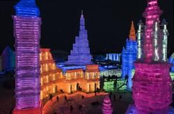 Çin en büyük buz heykel festivaline hazırlanıyor