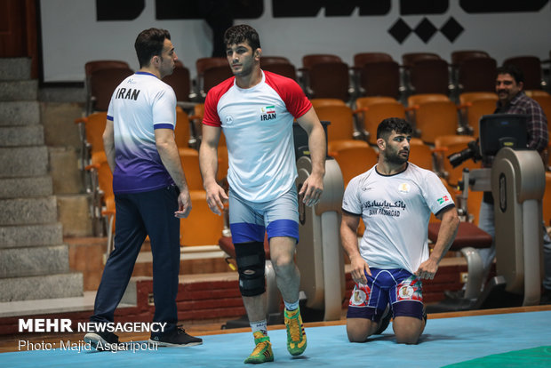Sports minister visits national wrestling teams