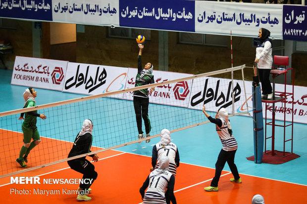 "مباراة فريقي ""بيكان تهران""و""ذوب آهن اصفهان"""