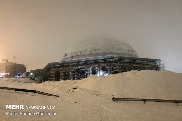 Mehr News Agency - First winter snow blankets Tehran