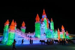 Dünyanın en büyük buz ve kar festivali Çin'de başladı