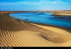 Bandar-Tang where desert meets sea