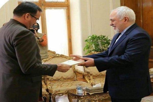 سفير فنزويلا يسلم نسخة من اوراق اعتماده لظريف