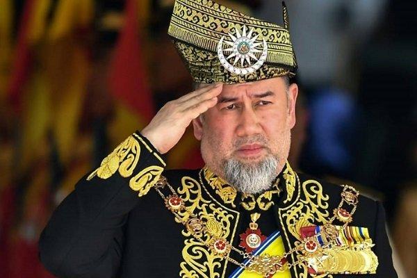 ملك ماليزيا يتخلى عن العرش