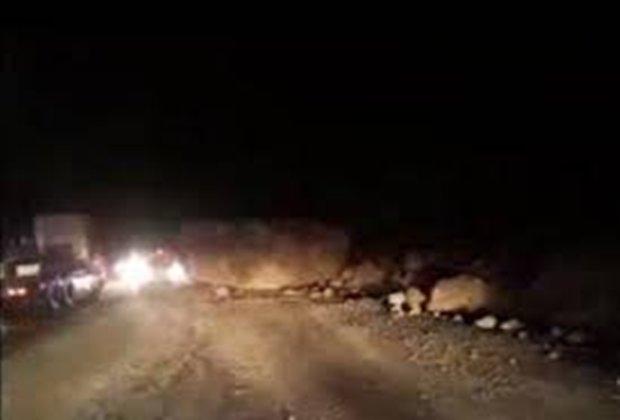 ریزش کوه در دهستان دیره بر اثر زلزله/ آب گیلانغرب کدر شده است