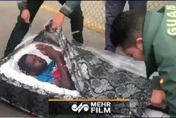 تلاش مهاجرین برای ورود به خاک اسپانیا، اینبار از طریق تشک!