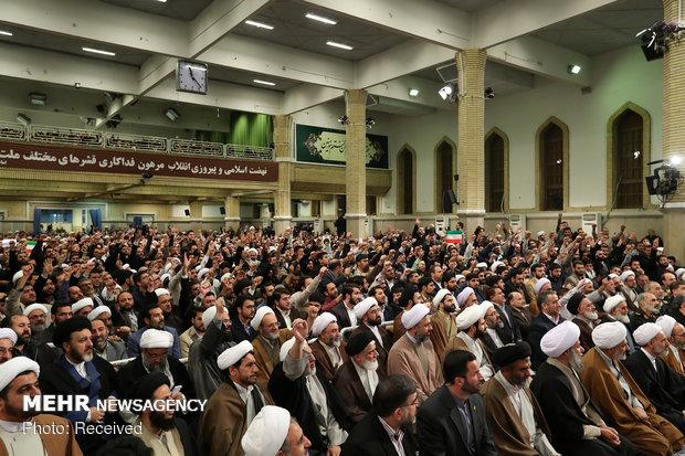 دیدار هزاران نفر از قشرهای مختلف مردم قم با رهبر انقلاب