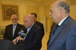 Iran, Iraq oil ministers call for broadening bilateral coop.