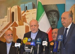 Iranian Oil Minister Bijan Namdar Zanganeh (2nd L) and Iraqi Oil Minister Thamir Ghadhban (1st R) speaking in a press conference after a meeting in Baghdad on January 10