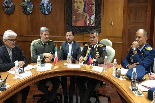 İran Savunma Bakanı Venezuelalı mevkidaşı ile görüştü