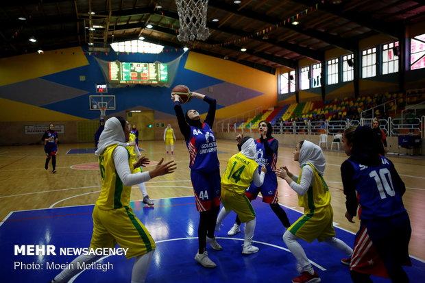 دیدار تیم های بسکتبال دانشگاه گلستان و بالایش نفت ابادان