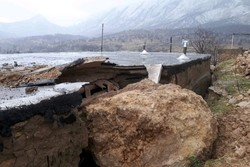 تخریب خانه بر اثر سقوط سنگ/ مردم روستا به یاری کشاورز آمدند