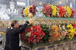Flower decoration of Hazrat Zaynab (SA) holy shrine