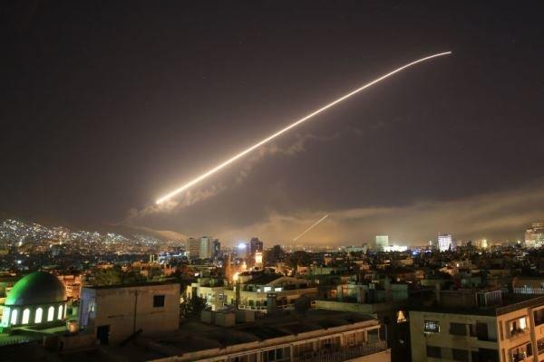 الدفاع الجوي السوري يسقط صواريخ معادية في سماء ريف دمشق