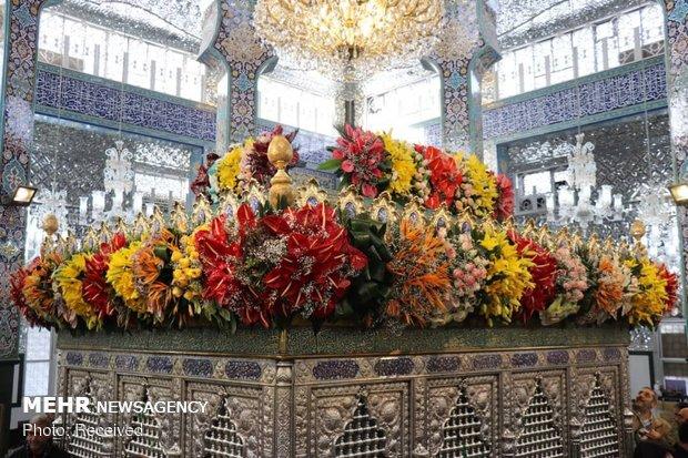 حضرت زینب کبری سلام اللہ علیھا کا حرم پھولوں سے سج گیا