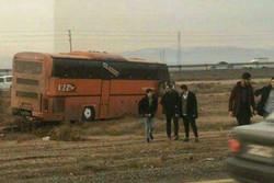 انحراف اتوبوس دانشجویان بویین زهرا یک مصدوم برجای گذاشت