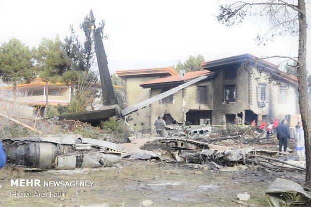 """مشاهد من حادث تحطم طائرة """"بوينغ 707"""" في غرب طهران"""