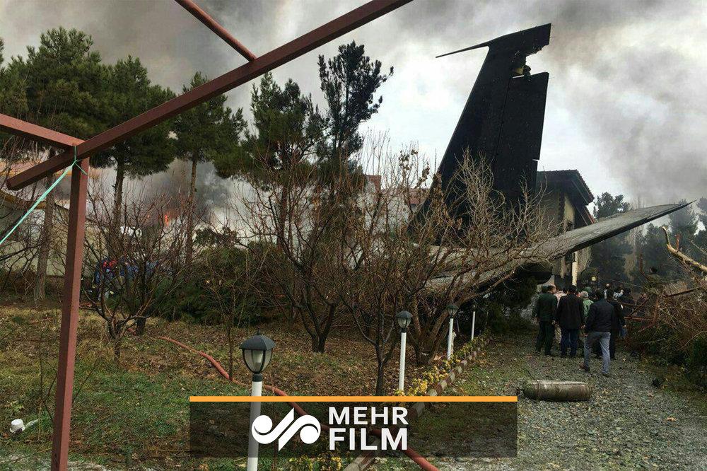 مشاهد من تحطم طائرة بوئينغ 707 بمدينة كرج غرب طهران / فيديو