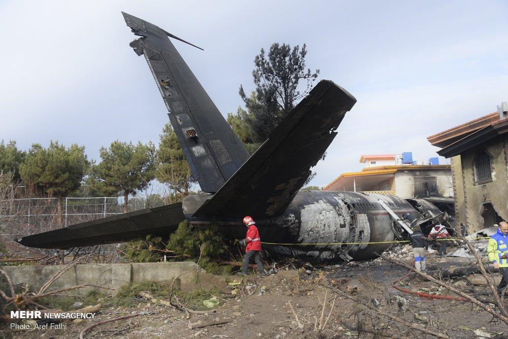 """مشاهد من حادث تحطم طائرة """"بوينغ 707"""" في غرب طهران / صور"""