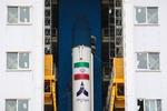 """صاروخ """"سيمرغ"""" جاهزٌ للإطلاق، حاملاً على متنه قمر """"ظفر"""" الصناعي"""