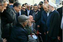 رئیس جمهور با جانبازان گرگانی در خیابان دیدار کرد