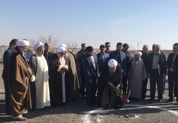 کلنگ ساخت حوزه علمیه فاطمیه خواهران کاشان به زمین زده شد